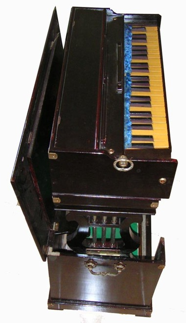 French_harmonium_side_on