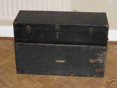 Portable_harmonium_packed_up